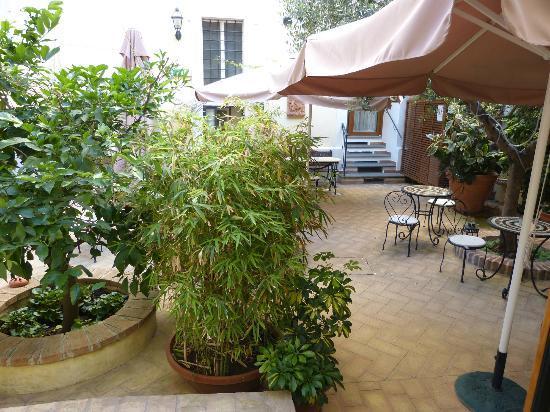Relais Le Clarisse in Trastevere: Innenhof