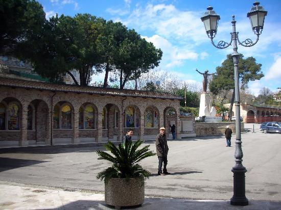 Giulianova, Itália: LA VIA CRUCIS
