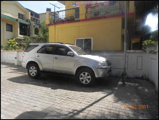 Velvet Inn: Ample Parking Place