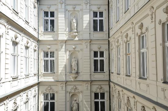 Hotel Nemzeti Budapest - MGallery by Sofitel: Innercourt of Hotel Nemzeti
