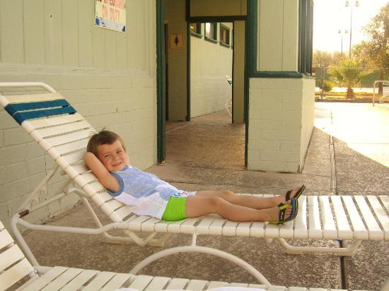 The Ranch at Death Valley: relaxing by the pool
