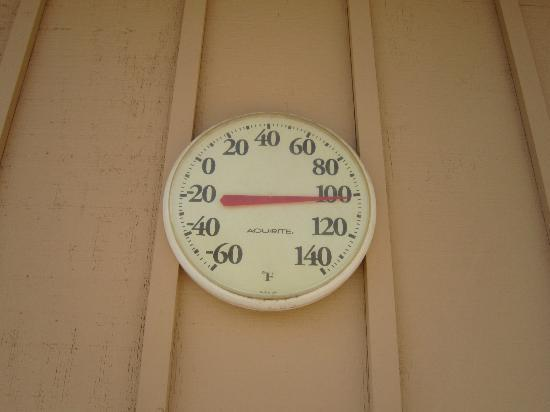 The Ranch at Death Valley: hot hot hot at 4pm in july!
