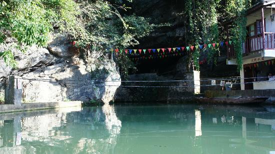 Moon Water Cave: Piscine à l'entrée
