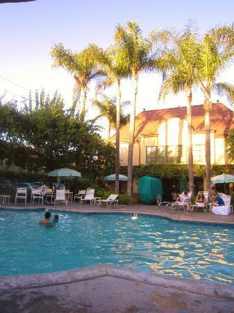Candy Cane Inn: bigger pool