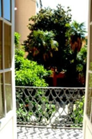 Al Villino Bruzza : panorama del giardino visto dal balcone della camera