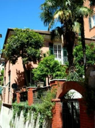 Al Villino Bruzza : il bed&breakfast visto da furoi
