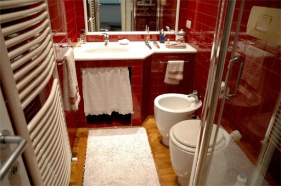 Al Villino Bruzza : piccolo bagno molto grazioso