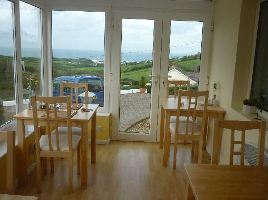 Surf View Guest House: The breakfast room with view