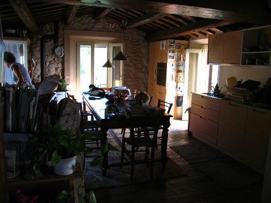 B&B Eremo del Lupo: la cucina e sala per le colazioni