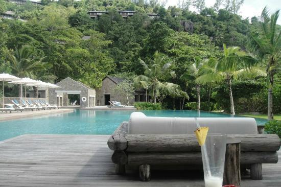 Four Seasons Resort Seychelles: sitting by the pool