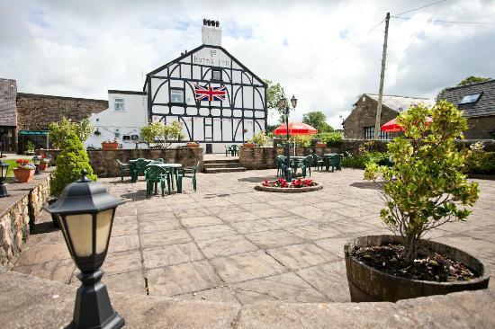 Ye Horns Inn: Outside Seating