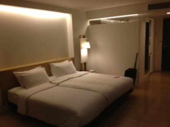Trinity Silom Hotel : Deluxe Room - good lighting