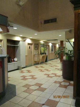 Days Inn & Suites Columbus East Airport: lobby of Day's Inn