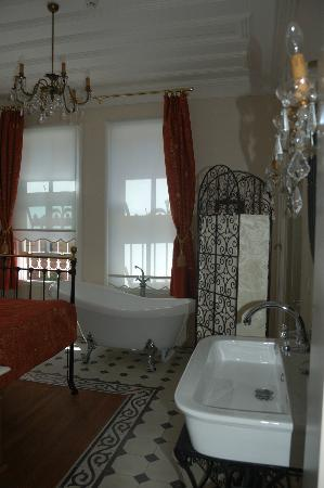 Villa Hagia Sophia: my bedroom with a bath inside