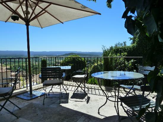 Hotel Crillon le Brave: Dining terrace