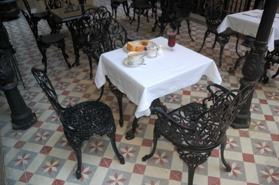 Villa Hagia Sophia: outdoors breakfast area