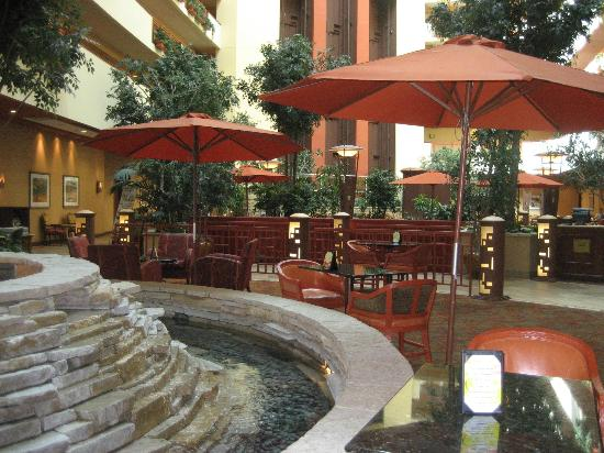 ‪‪Embassy Suites by Hilton Albuquerque - Hotel & Spa‬: Restaurant Area‬