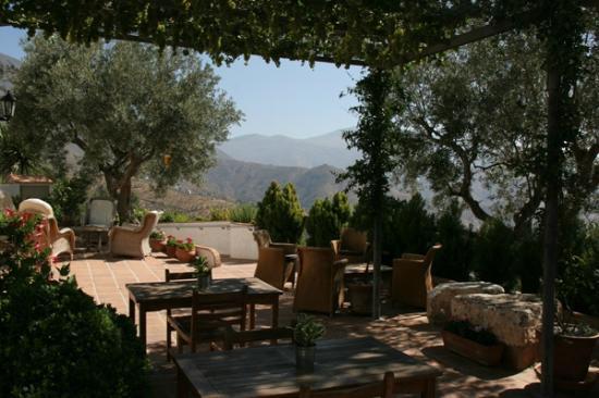 Casa Rural Cortijo Valavero: Shady breakfast terrace