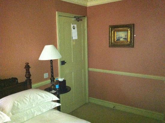 The Gore Hotel: La habitación tiene detalles rococó, pero está bien conservada