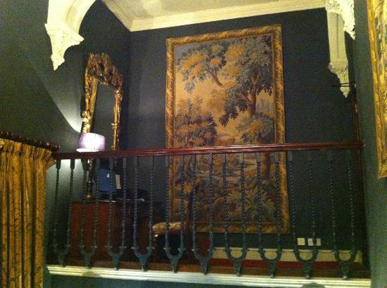 The Gore Hotel: Mucha alfombra en un hotel de interior antiguo