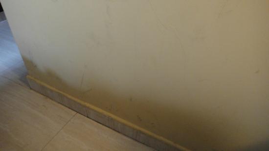 ILUNION Almirante: Traces de salissures sur les murs