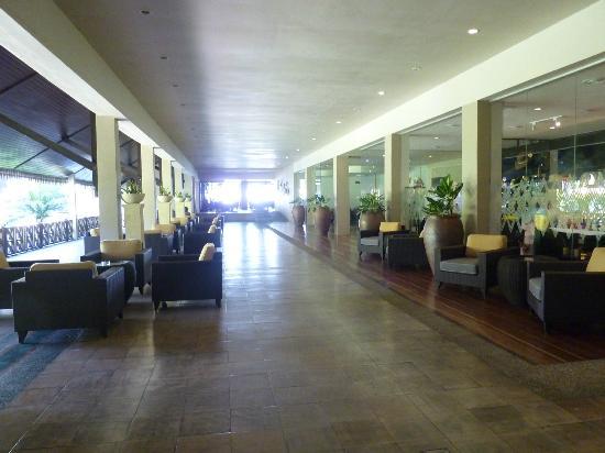 เดอะ ตาราส บีช แอนด์ สปา รีสอร์ท: Hotel lobby