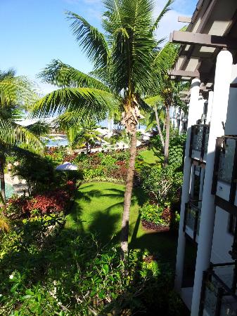 Radisson Blu Resort Fiji Denarau Island: View to beach from our verandah - Room 364