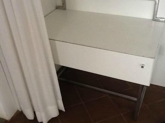 NH Collection Grand Hotel Convento di Amalfi : The dresser