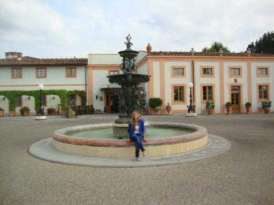 Villa Olmi Firenze: in front the hotel