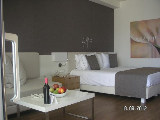 Avra Imperial Beach Resort & Spa: partie chambre