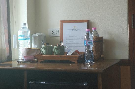 สลัดบุรี รีสอร์ท แอนด์ สปา: tea and water