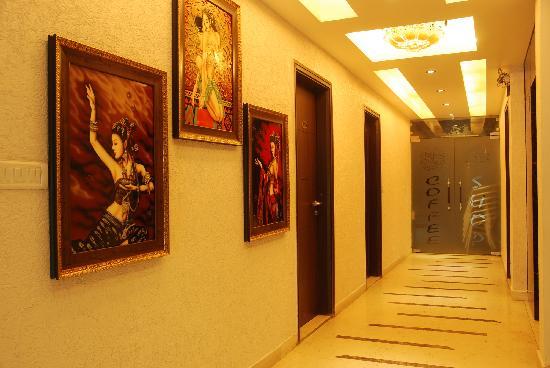 Hotel Yug Villa: Corridor