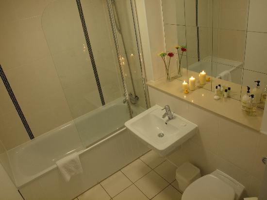 Cotels - The Hub: Bathroom