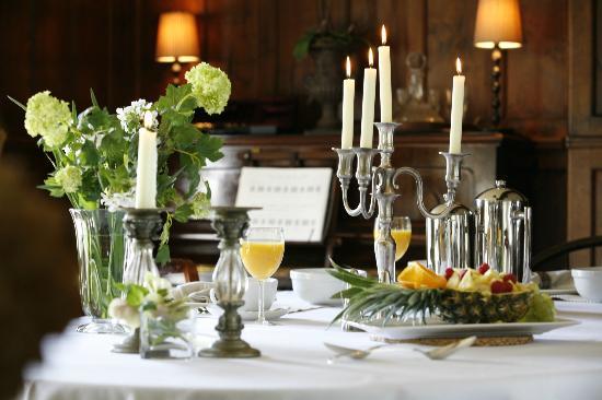 Alstonefield Manor: Candle-lit breakfast