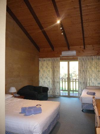 The Koorabup Motel: Motel room