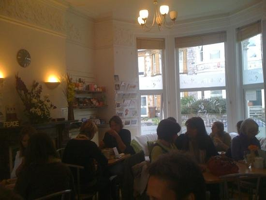 World Peace Cafe: Cafe at lunch time.