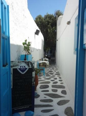‪ليتل روتشاري: Walk in the little streets of Mykonos