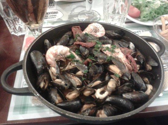 Restaurant Léon De Bruxelles Opera: Cozze, scampi e calamari 