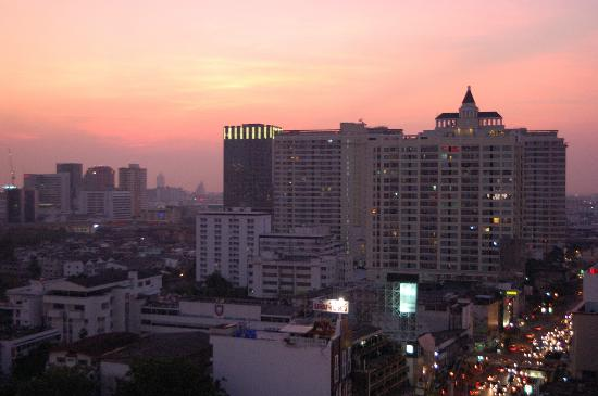 Centre Point Pratunam Hotel: view from room on the smoking floor