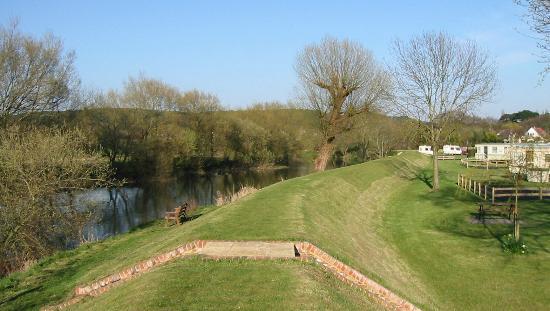 Meadowbank Holidays : Riverbank