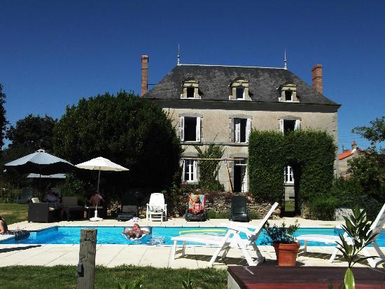 Le Petit Manoir: The house