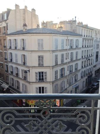 Hotel Apollon Montparnasse: Room with a view!