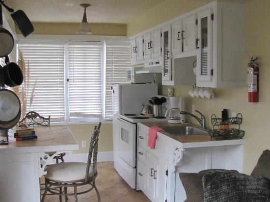 FlatIron Historic Sandstone Inn: Suite #3 Kitchen
