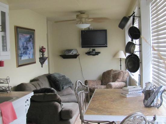 FlatIron Historic Sandstone Inn: Suite #3 sitting area