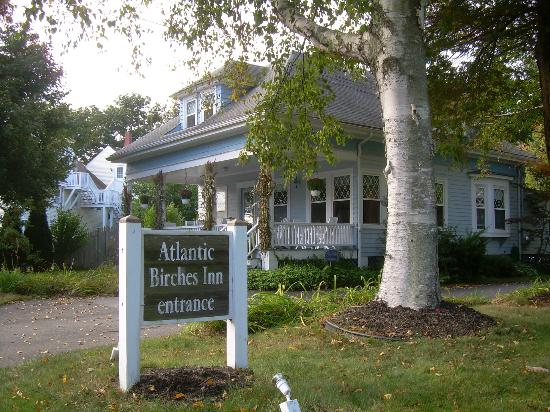 Atlantic Birches Inn: view of cottage and sign