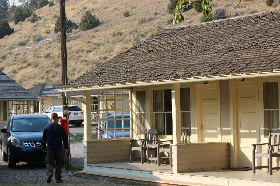 deck with mountain behind picture of mammoth hot springs hotel rh tripadvisor com