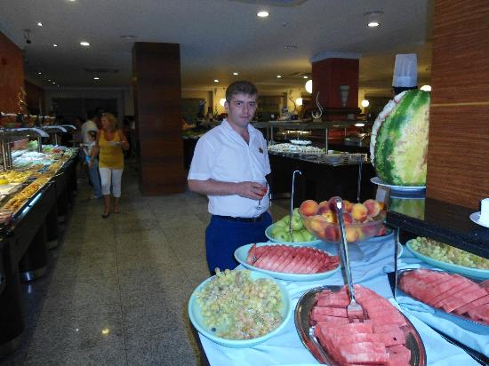 Grand Pasa Hotel: Ali, de beste ober