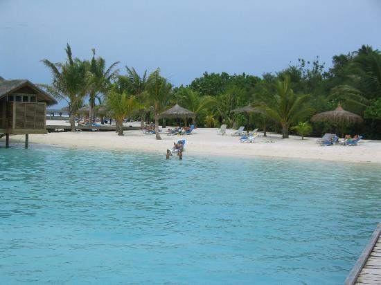 Bodu Huraa Maldives: il mare e la spiaggia