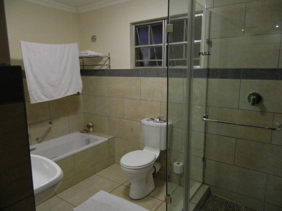 Protea Hotel by Marriott Ranch Resort: Bathroom