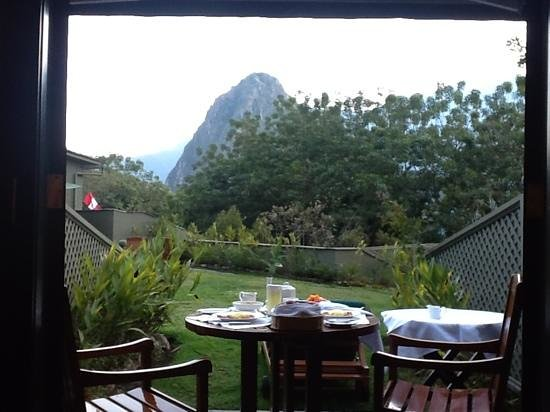 Belmond Sanctuary Lodge: ワイナピチュを眺めながらルームサービスで朝食をとりました。